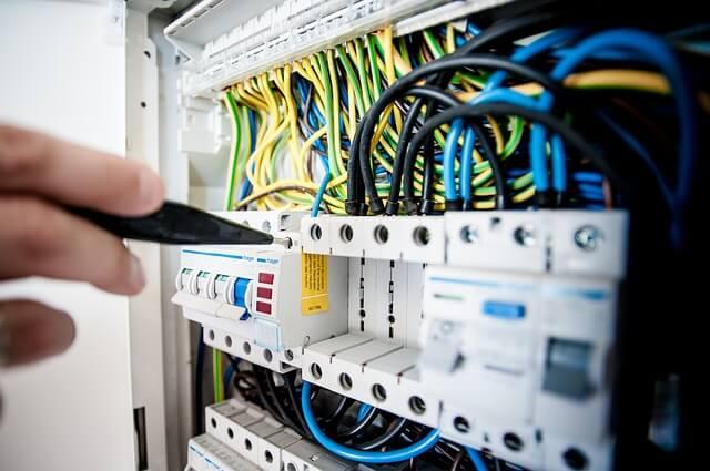 Mit einem Stromvergleich Gewerbe die besten Konditionen für Gewerbekunden finden