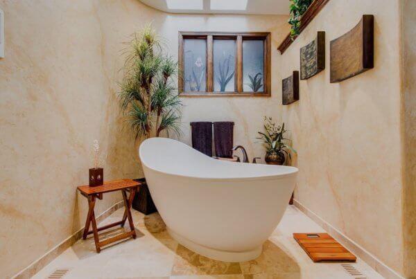 Durch eine Anlagenmechaniker Weiterbildung lassen sich neue Kenntnisse zur Badgestaltung gewinnen.