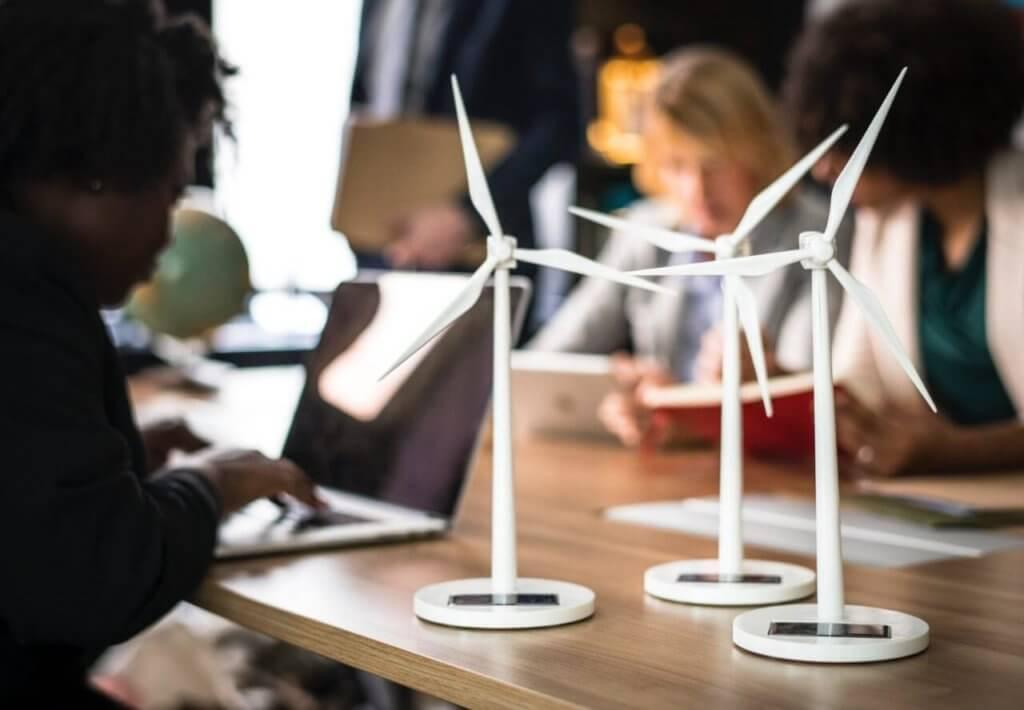 Mit Windkraft erneuerbare Energie erzeugen.
