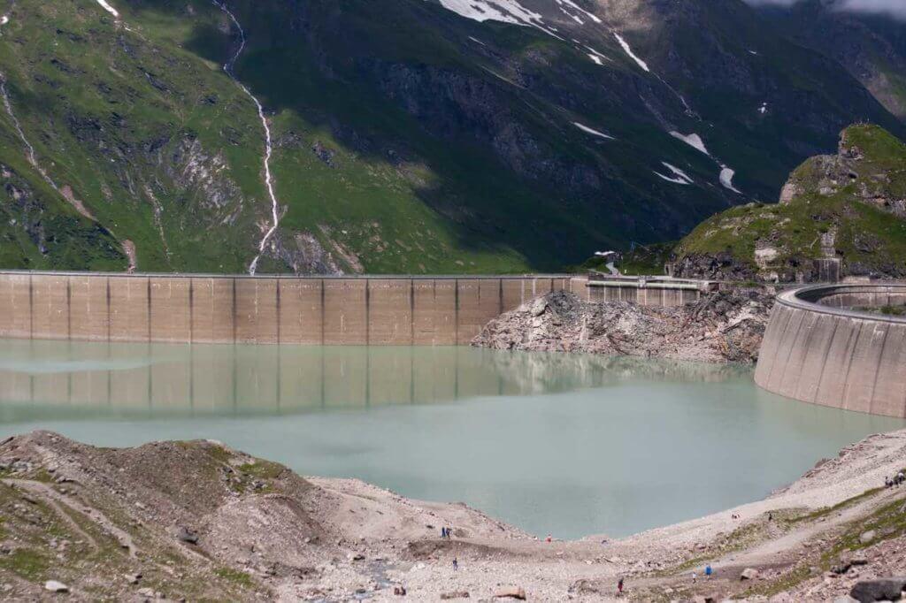 Wasserkraftwerk in den Bergen